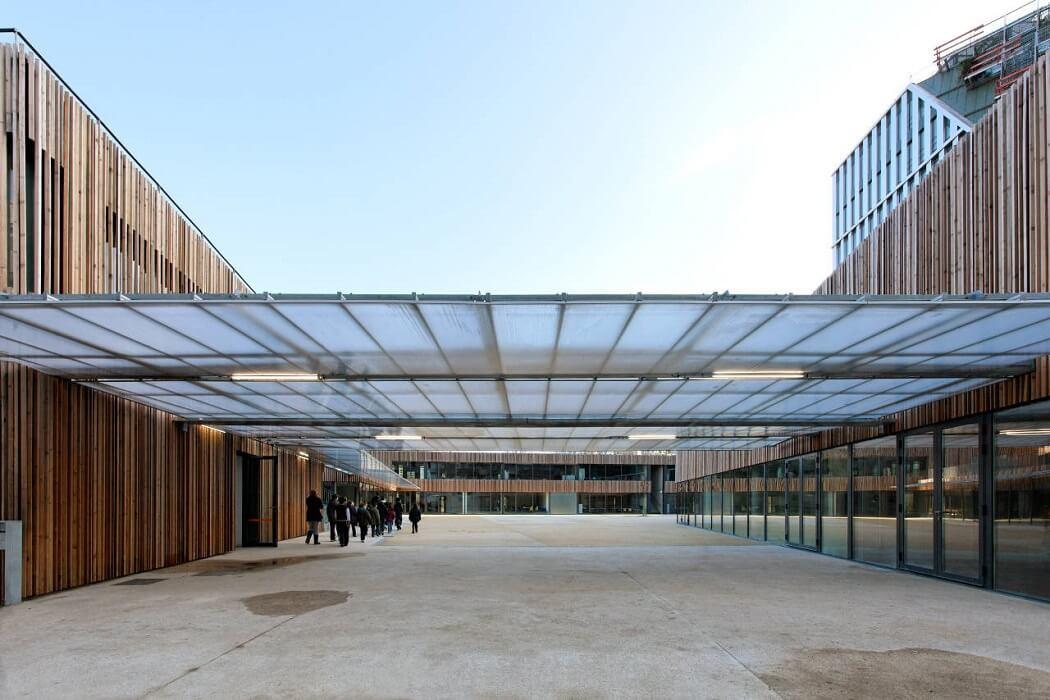 Centro Escolar Lucie Aubrac, Una institución pública con una fuerte identidad