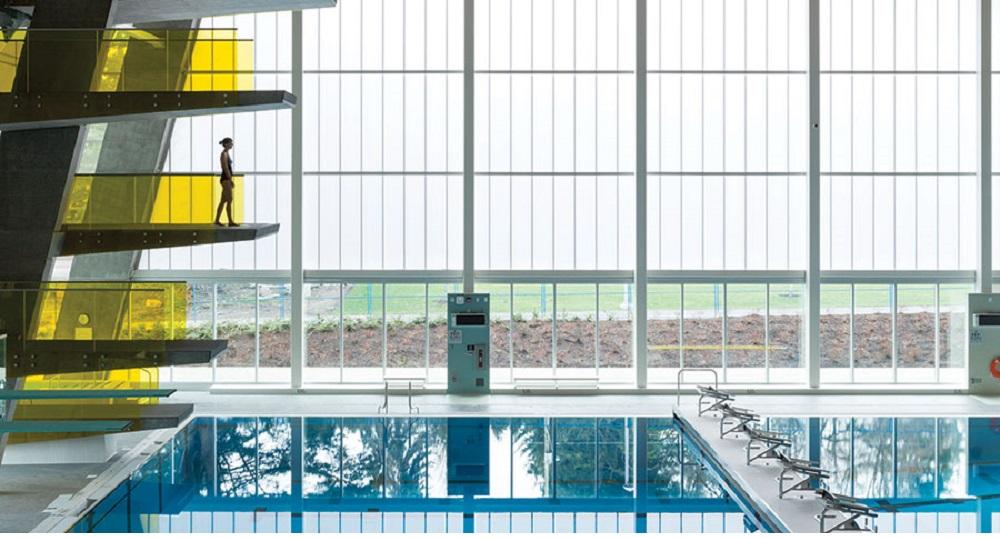 Los sistemas de acristalamiento de fachadas nutren de luz natural, al mismo tiempo que brindan un rendimiento superior